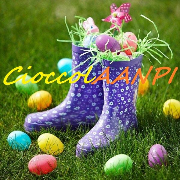 Ostereiersuche-Regenstiefel-bemalte-Eier-im-Garten-arrangieren-Ideen1